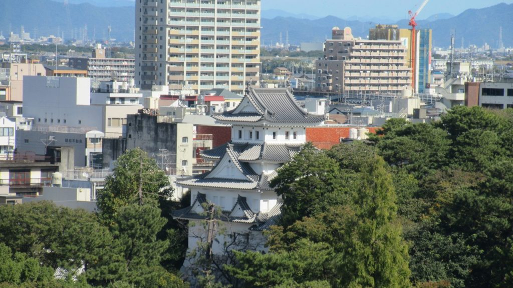 大垣市役所8階にある「キッチン 楠木」から眼下にうつる大垣城
